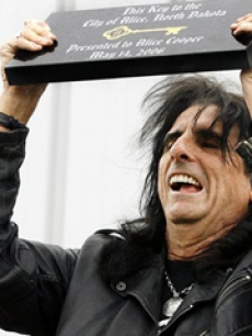 Alice Cooper gets the key to the city of Alice, N.D.