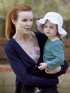 Marcia Cross and her daughter enjoy a day in the park in Santa Monica on August 9, 2009 in Los Angeles, California