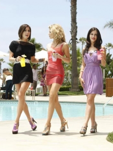 Jessica Stroup as Silver, AnnaLynne McCord as Naomi, and Jessica Lowndes as Adrianna on '90210's' Season 2