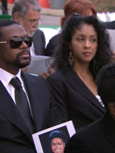 Chris Tucker holds the program at Michael Jackson&#8217;s funeral, Glendale, Calif., Sept. 3, 2009
