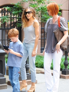 Sarah Jessica Parker and Cynthia Nixon film 'Sex and The City 2' on Sept. 4, 2009