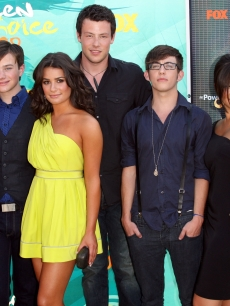 Amber Riley, Chris Colfer, Lea Michele, Cory Monteith, Kevin McHale, Jenna Ushkowitz and Mark Salling arrive at the 2009 Teen Choice Awards held at Gibson Amphitheatre in Universal City, California on August 9, 2009