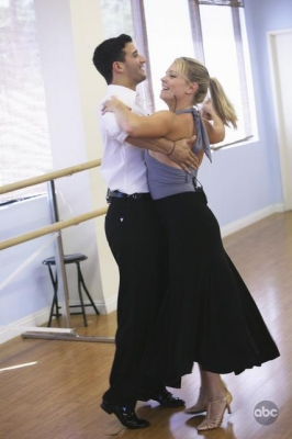 Mark Ballas and Melissa Joan Hart practice for 'DWTS,' Aug. 2009