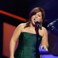 Kelly Clarkson performs confidently during VH1&#8217;s Divas at the Brooklyn Academy of Music in New York City on September 17, 2009
