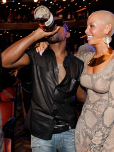 Kanye West and Amber Rose attend the 2009 MTV Video Music Awards at Radio City Music Hall on September 13, 2009 in New York City