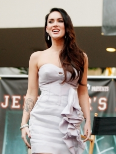Megan Fox delights the crowd at the &#8216;Jennifer&#8217;s Body&#8217; Hot Topic Fan Event at Hollywood and Highland on September 16, 2009 in Los Angeles, California