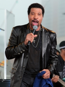 Lionel Richie performs on CBS' 'The Early Show' aboard the USS Intrepid, NYC, June 12, 2009