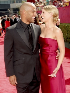 Amaury Nolasco and Jennifer Morrison share a red carpet moment at the 61st Primetime Emmy Awards at the Nokia Theatre in LA on September 20, 2009