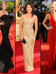 Heidi Klum, Sandra Oh and Blake Lively pose on the red carpet for the 2009 Emmy Awards
