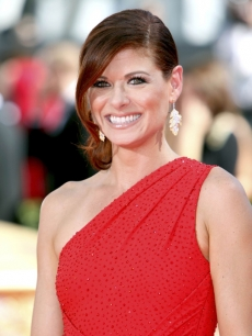 Debra Messing shines at the 2009 Emmy Awards in Los Angeles