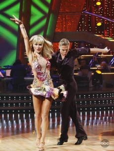 Joanna Krupa and Derek Hough show off their moves during Week 3 of 'Dancing'