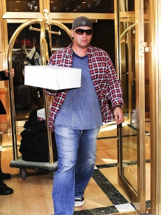 Jon Gosselin brings his daughters a misspelled birthday cake in New York City on October 08, 2009
