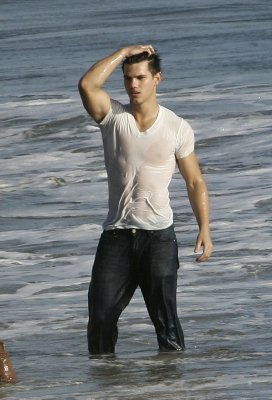 Taylor Lautner hits the water in Malibu on October 8, 2009