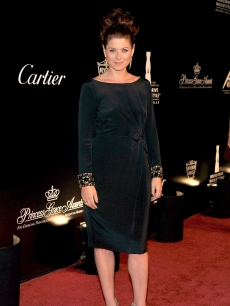 Debra Messing is chic in all black at the Rodeo Drive Walk Of Style held on Rodeo Drive in Beverly Hills on October 22, 2009