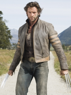 Hugh Jackman shows off his muscle in 'Wolverine'