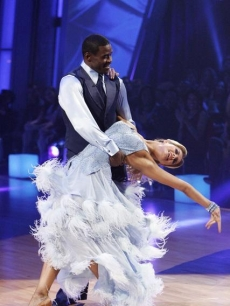 Michael Irvin dips his partner Anna Demidova during Week 6 of 'Dancing'