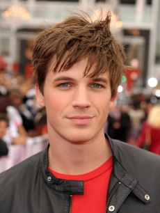 '90210' hunk Matt Lanter hits the red carpet at the LA premiere of 'This Is It,' Oct. 27, 2009