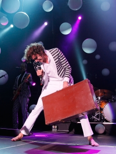 Mika performs in Los Angeles, Oct. 23, 2009