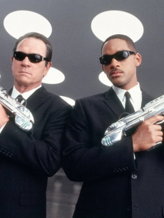 Tommy Lee Jones and Will Smith in a scene from 'Men In Black'