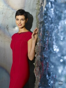 Morena Baccarin stars as Anna in ABC's 'V'
