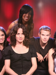 Access Hollywood's Shaun Robinson with Nikki Reed, Elizabeth Reaser, Kellan Lutz and Ashley Greene talk 'New Moon' with Access, LA, Nov. 6, 2009
