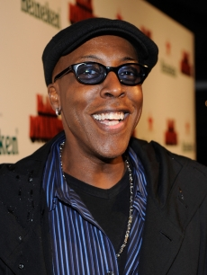 Arsenio Hall arrives at the Los Angeles premiere of 'Black Dynamite' on October 13, 2009 in Hollywood