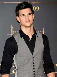 Taylor Lautner is seen looking sharp at 'The Twilight Saga: New Moon' photocall at Villa Magna Hotel on November 12, 2009 in Madrid, Spain