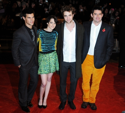 Taylor Lautner, Kristen Stewart, Robert Pattinson and director Chris Weitz pose alongside one another at the 'Twilight Saga: New Moon' fan event in London, England on November 11, 2009