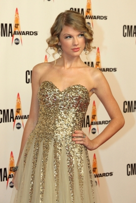 Taylor Swift dazzles at the 43rd Annual CMA Awards at the Sommet Center in Nashville, Tennessee on November 11, 2009