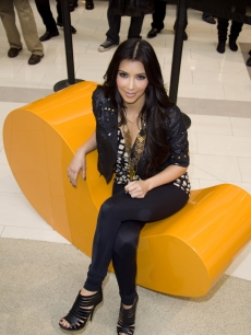 Kim Kardashian gives fashion tips to fans at Westfield Culver City in LA on November 7, 2009