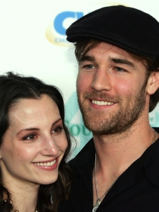 James Van Der Beek and Heather McComb arrive at the launch of the &#8216;uBid for Hurricane Relief&#8217; charity auction and benefit at the Empire Ballroom October 15, 2005 in Las Vegas, Nevada