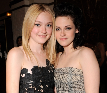 Dakota Fanning and Kristen Stewart at the premiere of Summit Entertainment&#8217;s &#8216;The Twilight Saga: New Moon&#8217; on November 16, 2009 in Westwood, California