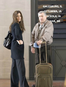 Kate Beckinsale and Robert De Niro in &#8216;Everybody&#8217;s Fine&#8217;