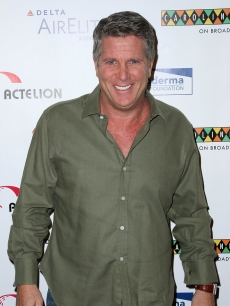Donny Deutsch attends 'Cool Comedy - Hot Cuisine' returns to Carolines on Broadway to benefit The Scleroderma Research Foundation on November 11, 2008 in New York City