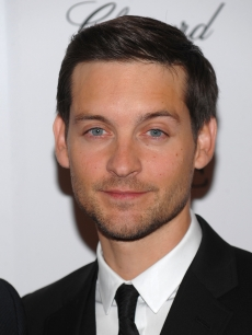 Tobey Maguire attends the New York premiere of 'NINE' sponsored by Chopard at the Ziegfeld Theatre on December 15, 2009