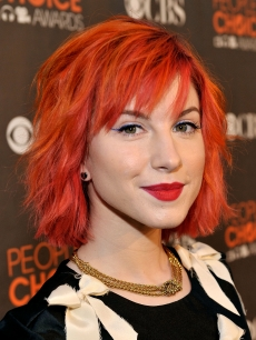 Hayley Williams of Paramore arrives at the People's Choice Awards 2010 held at Nokia Theatre L.A. Live on January 6, 2010