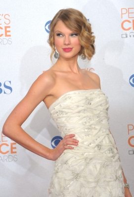Taylor Swift poses in the press room during the People's Choice Awards 2010 held at Nokia Theatre L.A. Live on January 6, 2010 in Los Angeles, California