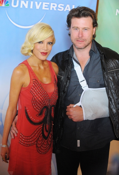 Tori Spelling and an injured Dean McDermott arrive at NBC Universal's Press Tour Cocktail Party at Langham Hotel on January 10, 2010 in Pasadena, California