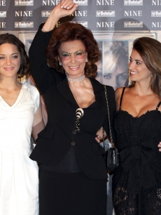Marion Cotillard, Sophia Loren and Penelope Cruz attend 'Nine' photocall at St Regis Grand Hotel, Rome, January 13, 2010