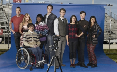 The Cast of 'Glee' poses together for Season 2's school picture day