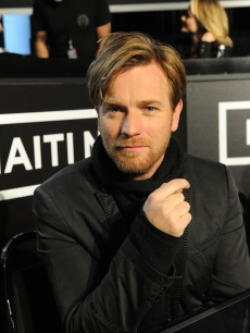 Ewan McGregor helps out at the &#8216;Hope for Haiti Now: A Global Benefit for Earthquake Relief&#8217; event, Los Angeles, Jan. 22, 2010