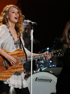 Taylor Swift and Stevie Nicks perform onstage during the 52nd Annual Grammy Awards held at Staples Center on January 31, 2010 in Los Angeles, California