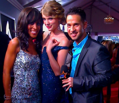 Access&#8217; Shaun Robinson, Taylor Swift and The Situation at the 52nd Annual Grammy Awards at Staples Center in LA on January 31, 2010