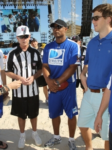 Jennifer Lopez, Mark Sanchez, Warren Moon and Eli Manning during the DIRECTV Celebrity Beach Bowl on February 6, 2010 in Miami Beach, Florida