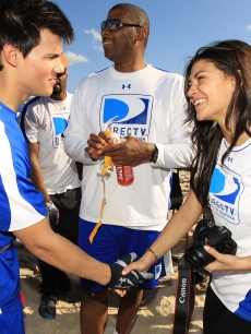 'Twilight' star Taylor Lautner meets 'Gossip Girl' beauty Jessica Szohr at the DIRECTV Celebrity Beach Bowl on February 6, 2010 in Miami Beach, Florida