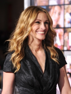 Julia Roberts steps out at the premiere of 'Valentine's Day' in Los Angeles, California on February 8, 2010