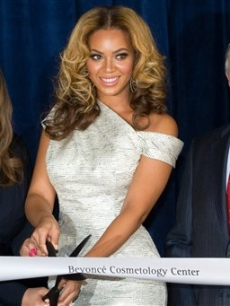 Tina Knowles, Beyonce Knowles and Mayor Michael Bloomberg cut to ribbon to unveil the Beyonce Cosmetology Center at Phoenix House in Brooklyn, New York on March 5, 2010