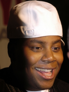 Kenan Thompson arrives at Temple University's Liacouras Center for the world premiere of 'Fat Albert,' Philadelphia, December 12, 2004