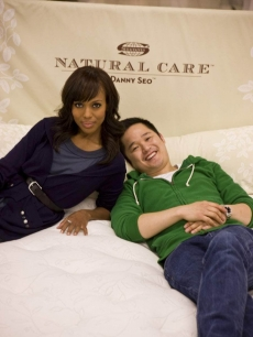 Kerry Washington and Eco-expert Danny Seo go Green