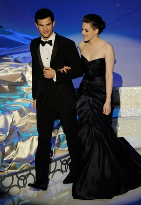 'Twilight Saga' stars Taylor Lautner and Kristin Stewart present onstage during the 82nd Annual Academy Awards held at Kodak Theatre in Hollywood, California on March 7, 2010
